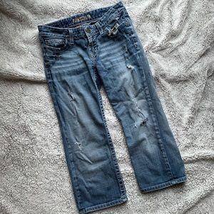 BKE distressed Madison denim Capri jeans